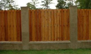 privacy_fence_with_columns
