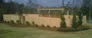shadow_box_privacy_fence_with_trellis